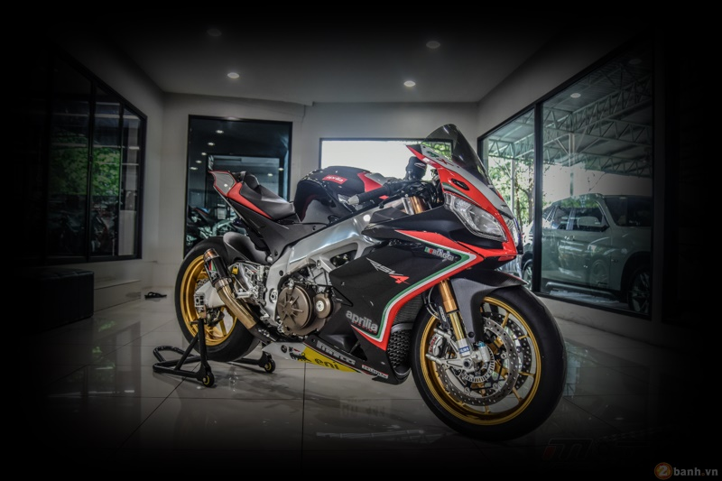 Aprilia RSV4 Factory do sieu chat voi phien ban Max Biaggi Replica