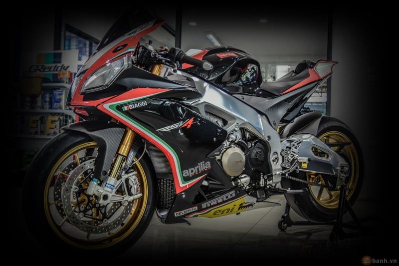 Aprilia RSV4 Factory do sieu chat voi phien ban Max Biaggi Replica - 22