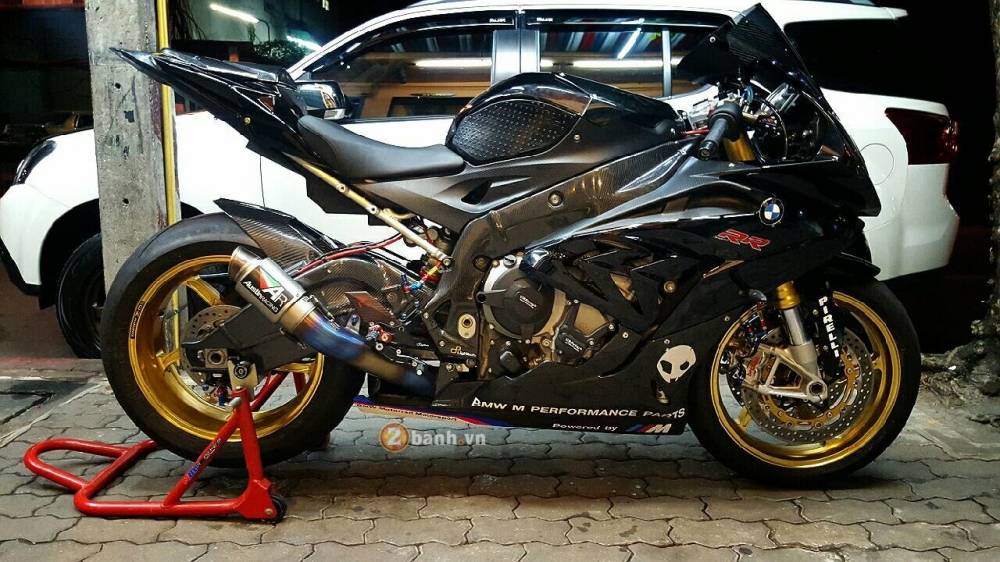 BMW S1000RR 2015 do cuc chat khi duoc gac len do choi khung
