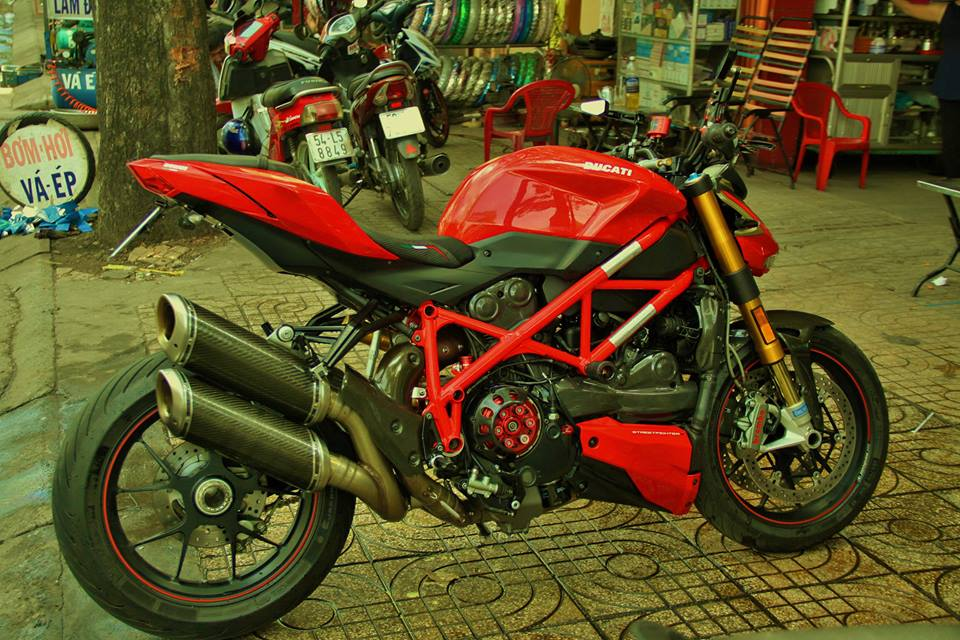 Ducati StreetFighter S day do choi cua dan choi Sai Thanh