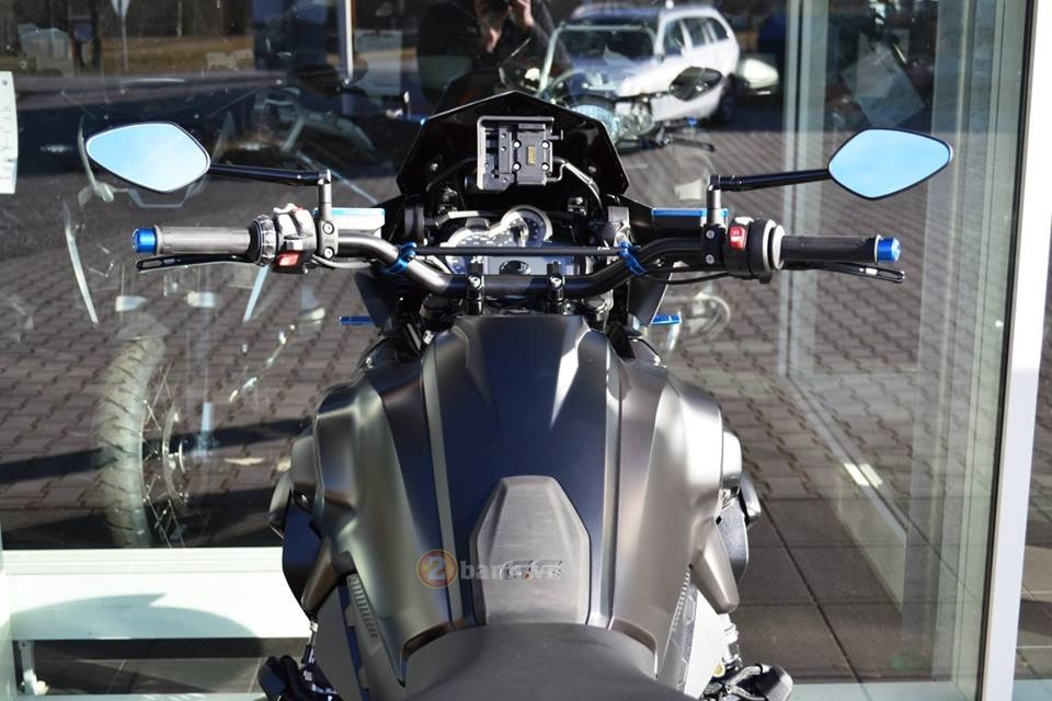 La mat voi chiec BMW R1200GS do tu Martin Edition - 4