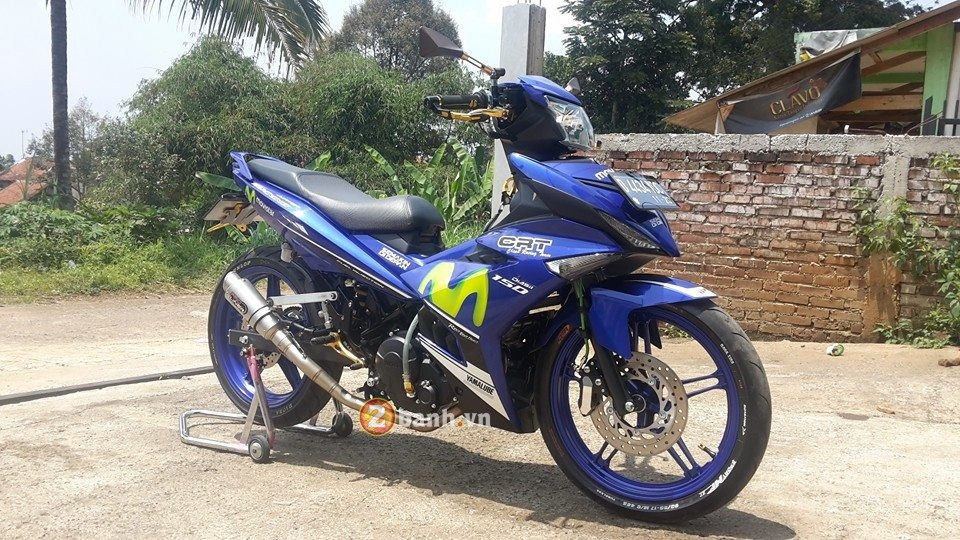 Mot chiec Exciter 150 Movistar do nhe chat lu den tu nuoc ban