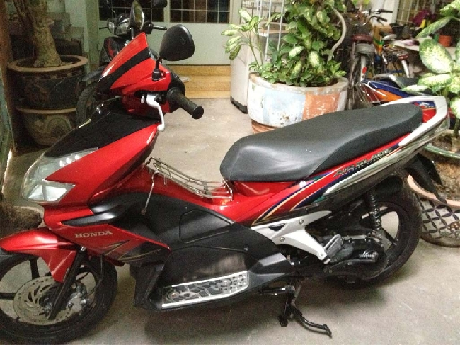 Can ban Honda Airblade 2009 do den