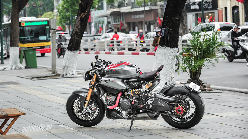 Can canh Ducati 1199 Panigale S do Cafe Racer doc dao tai Ha Noi - 22