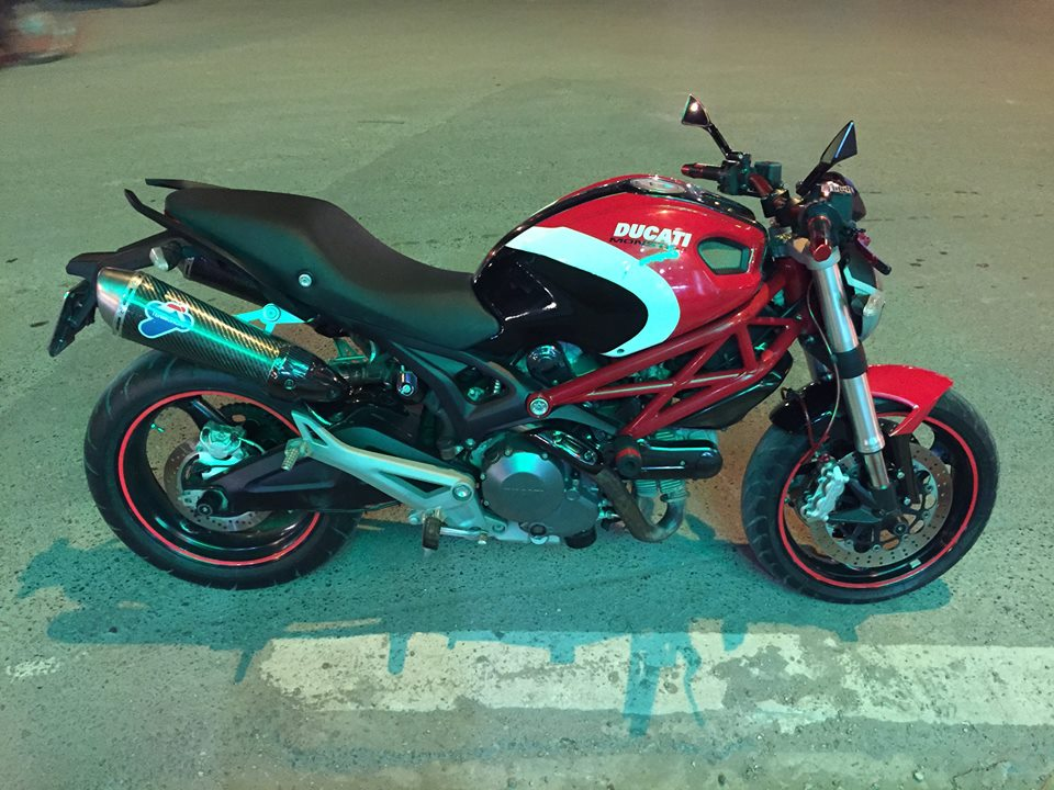 Ducati Monster 795 len tem Ducati cross den do trang - 7