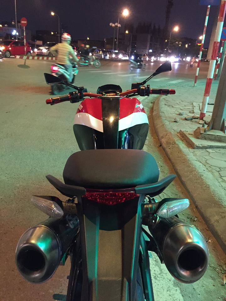 Ducati Monster 795 len tem Ducati cross den do trang - 3