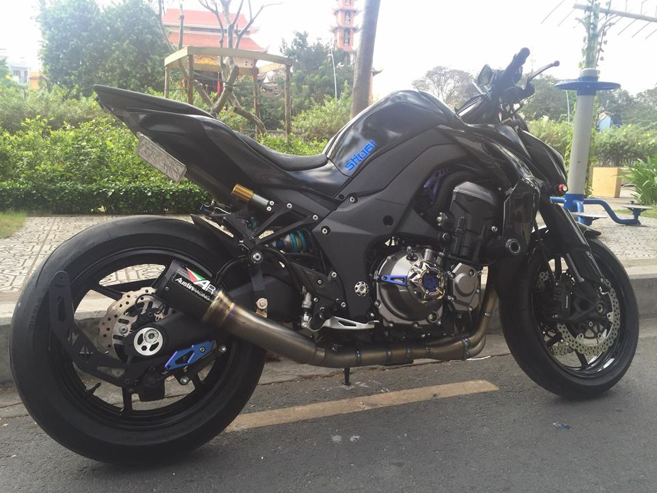 Kawasaki Z1000 trang bi mot it do choi hang khung - 3