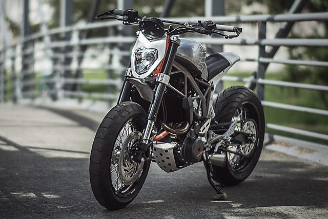 KTM 390 Duke do kich doc voi phien ban Mui Ten Bac
