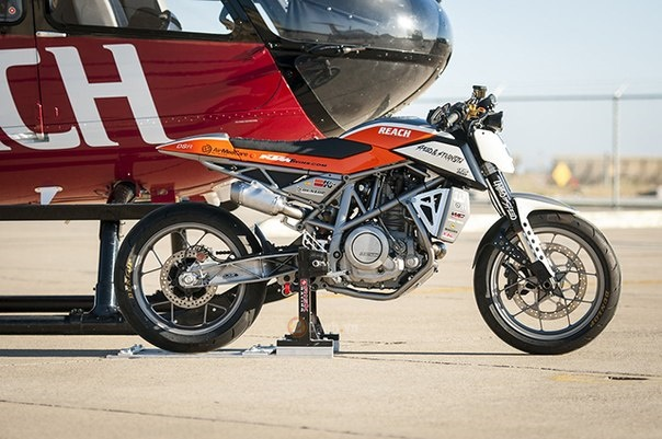 KTM 690 Duke do kich doc voi phong cach Supermotard