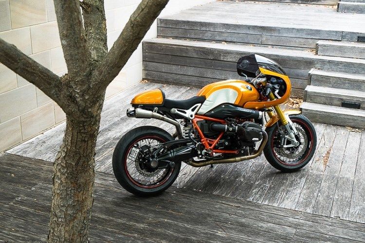BMW R Nine T noi bat voi ban do xe dua Cafe Racer co dien
