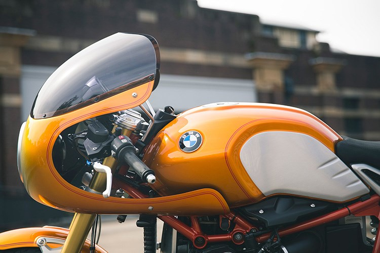 BMW R Nine T noi bat voi ban do xe dua Cafe Racer co dien - 2