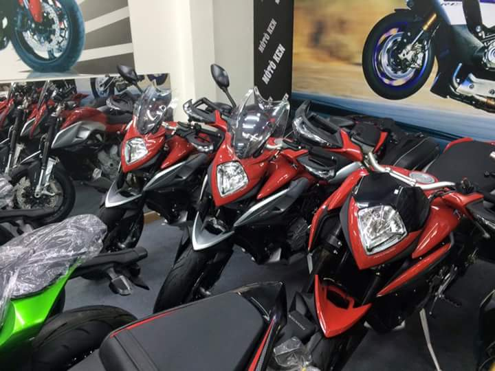 showroom motorken co uu dai lon MV AGUSTAR REVELE 800CC xe thung