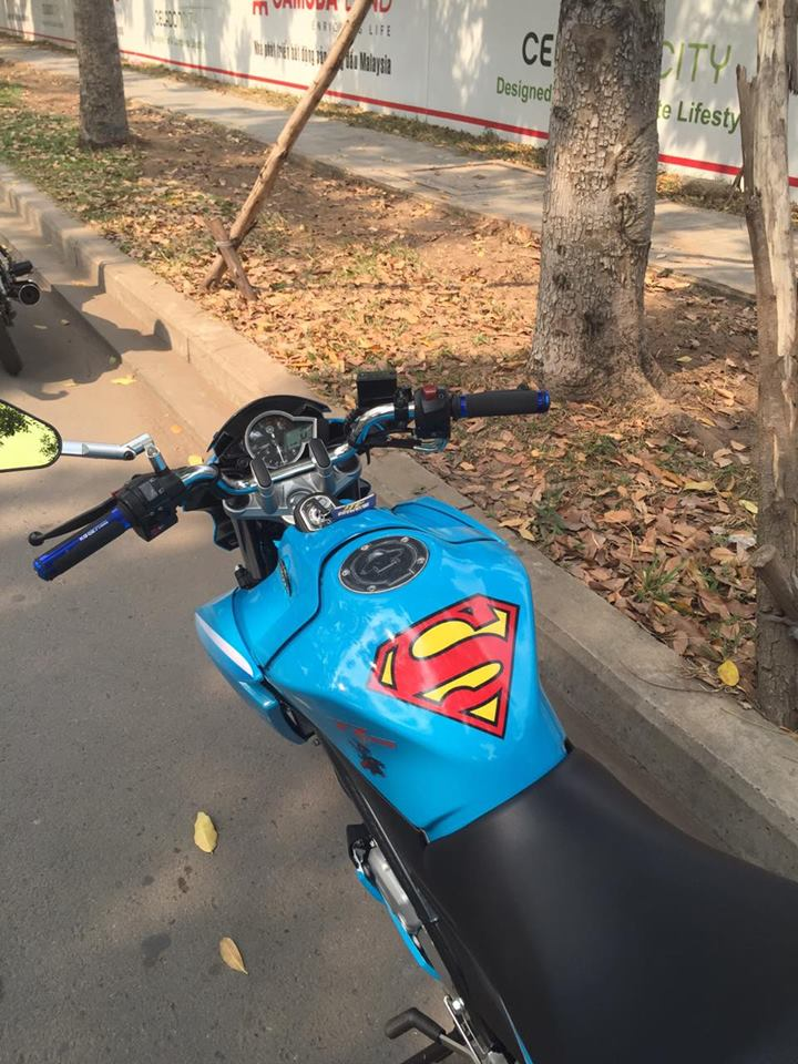 YAMAHA FZ 150i Superman Family - 6