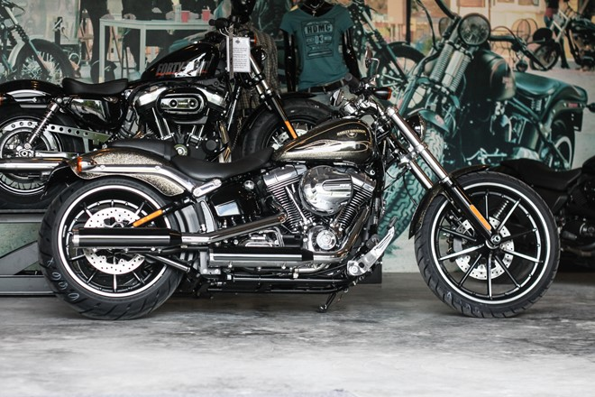 Can canh HarleyDavidson Breakout son thu cong co gia 13 ty ve Viet Nam