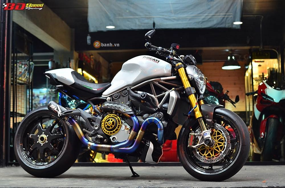 Ducati Monster 1200 do sieu khung voi loat do choi dat gia