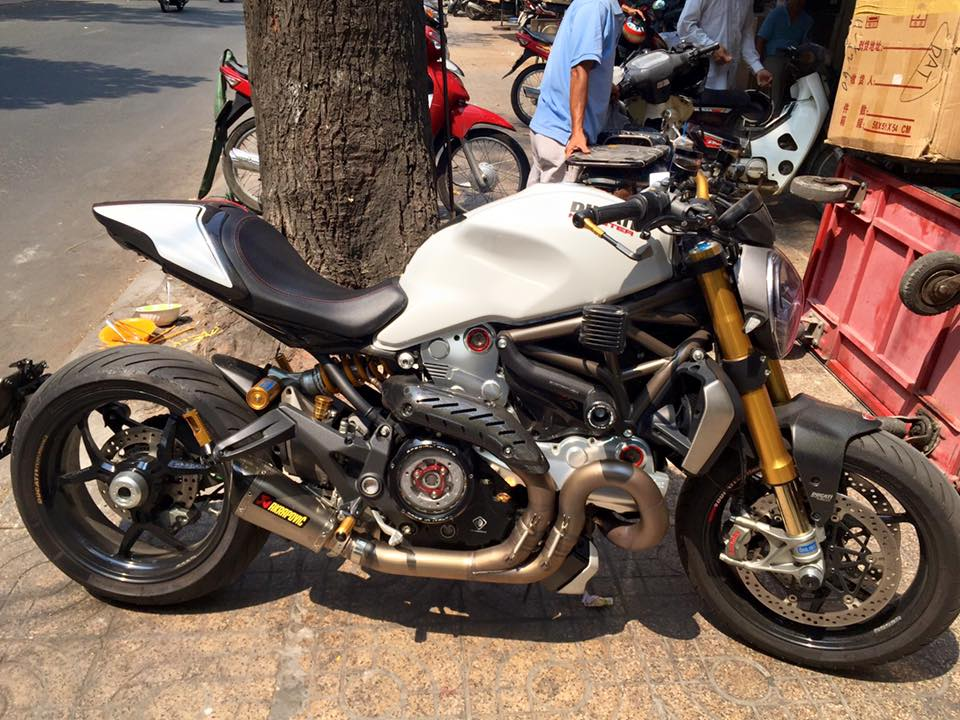 Ducati Monster 1200S phien ban full do choi