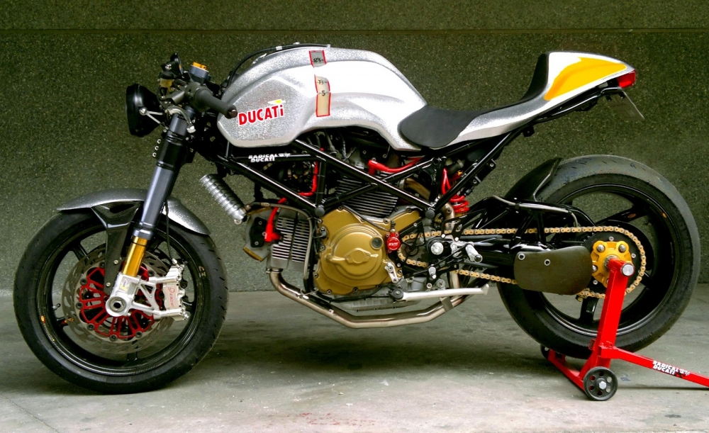 Ducati S2R 1000 do phong cach Cafe Racer