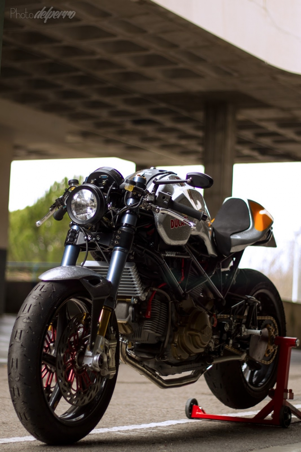 Ducati S2R 1000 do phong cach Cafe Racer - 7