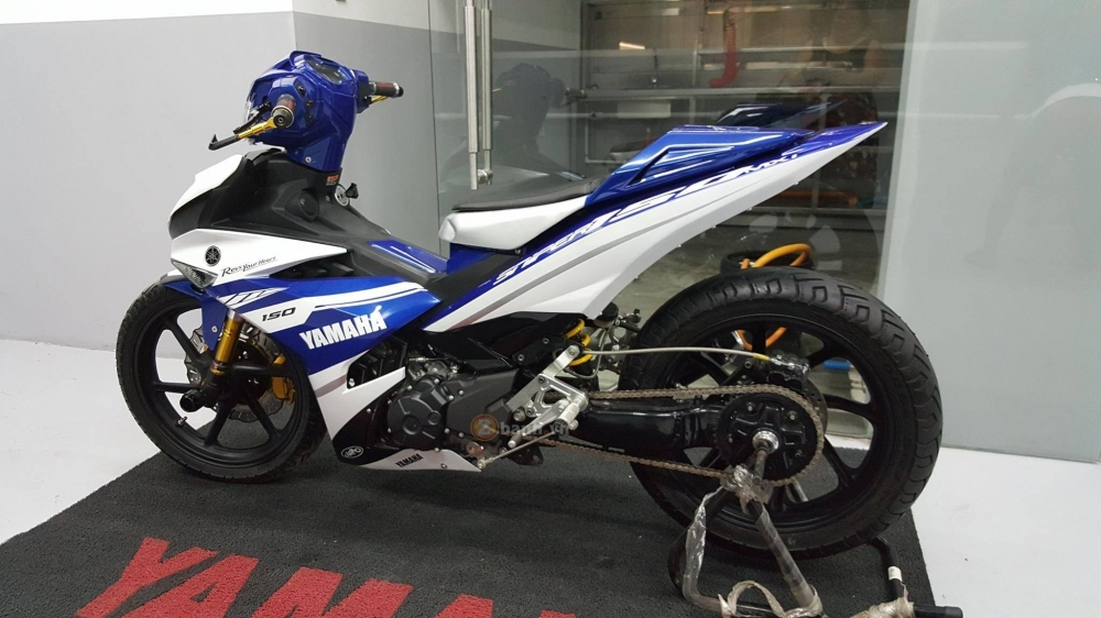 Exciter 150 do phong cach M1 Edition khung cua biker nuoc ban