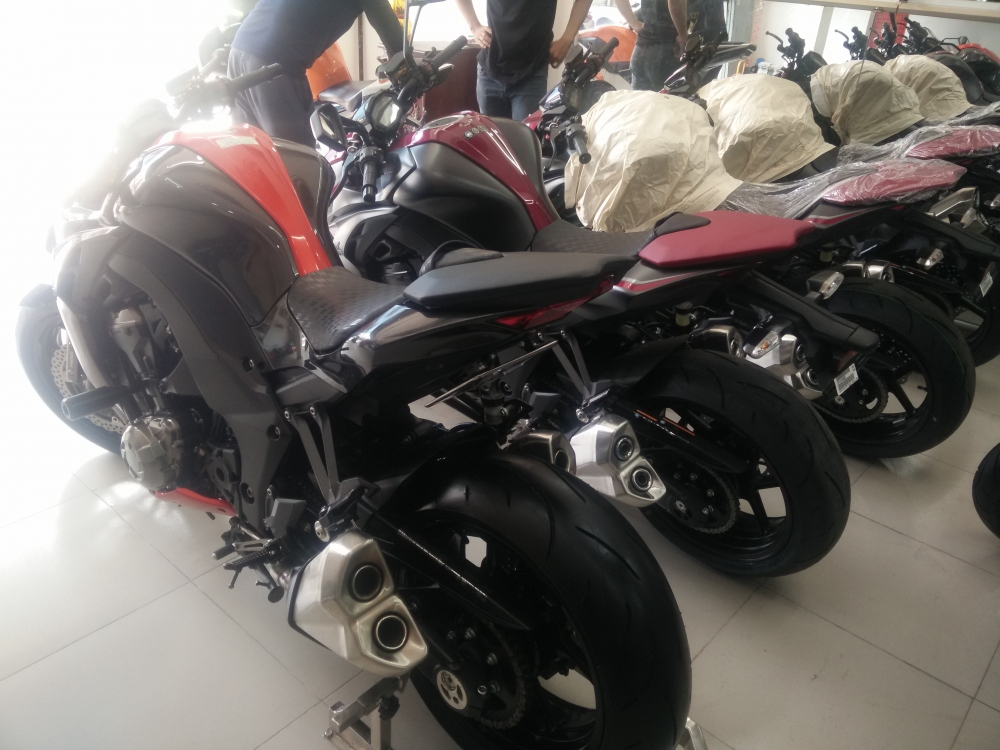 Showroom Motor Ken z1000 than thanh 2016 da co mat tai cua hang - 5