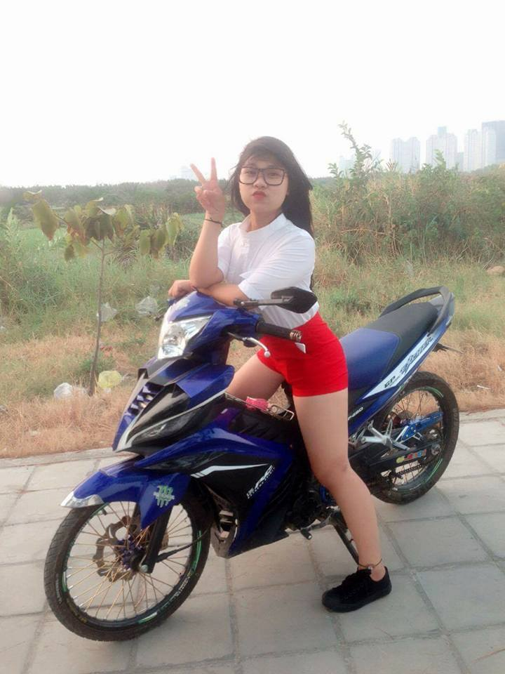 Chiec Exciter 135 che nhua so ke cung nguoi dep