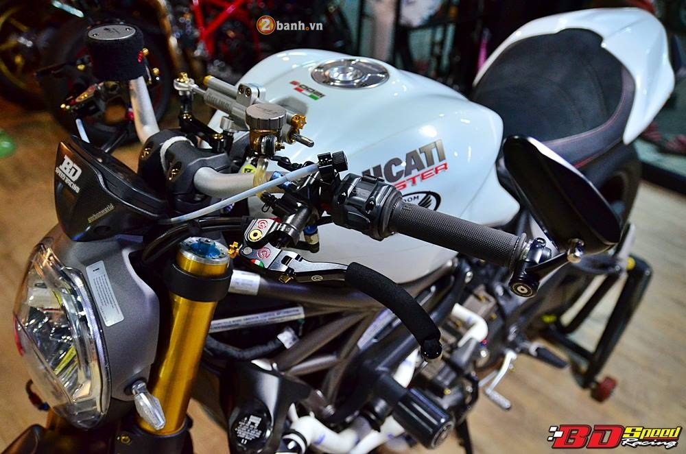 Ducati Monster 1200 do cuc khung cung dan do choi dat tien - 7