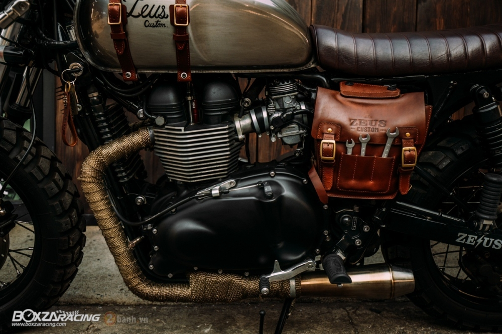 Tuyet tac Triumph Bonneville SE Black do Cafe Race tu Zeus Custom - 13