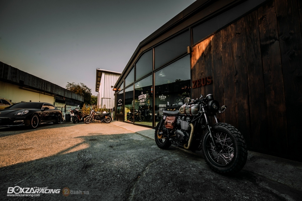 Tuyet tac Triumph Bonneville SE Black do Cafe Race tu Zeus Custom - 23