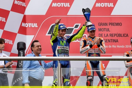Valentino Rossi ve nhi voi 7 giay 679 nhieu hon Marquez