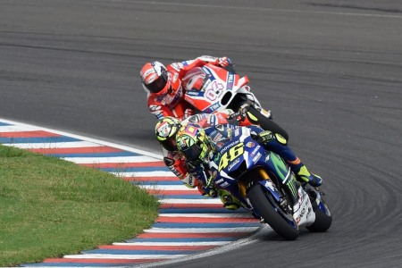 Valentino Rossi ve nhi voi 7 giay 679 nhieu hon Marquez - 3