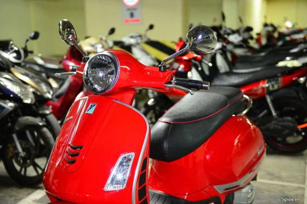 Vespa 125 Gts 3v ie do tuyet dep