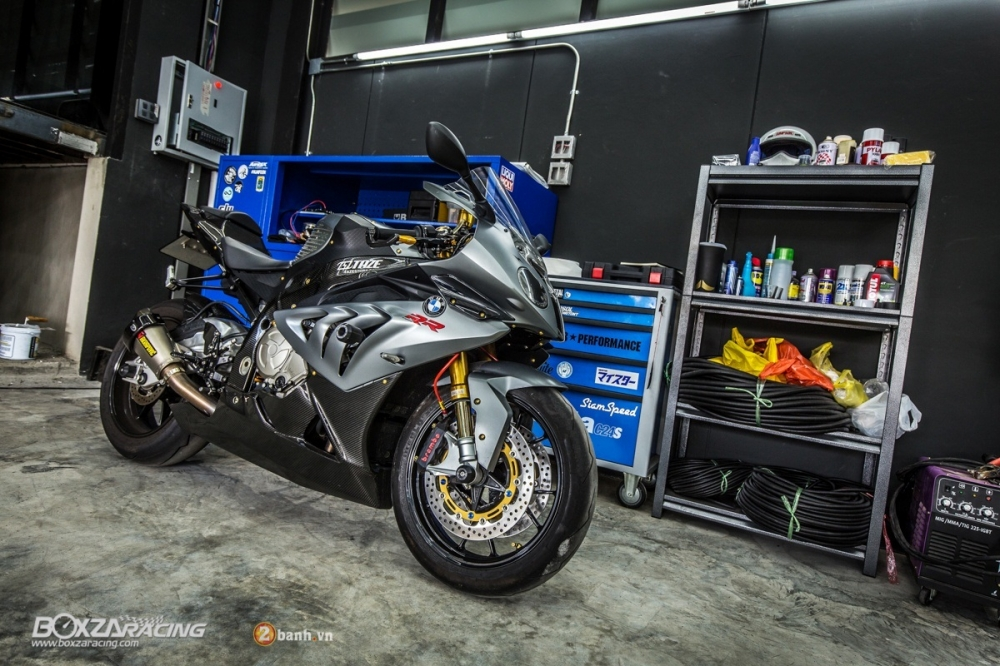 BMW S1000RR do day phong cach trong bo giap hang hieu