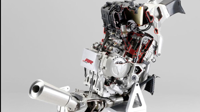 Chien dau co phan luc su dung dong co mo to BMW S1000RR - 4