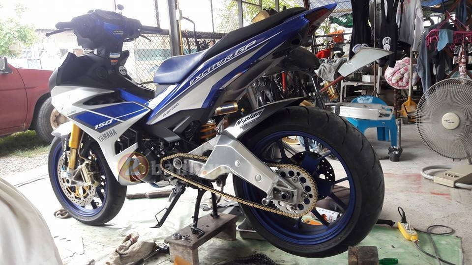 Clip Can canh Exciter 150 do dan chan khung Aprilia RSV4 1000R