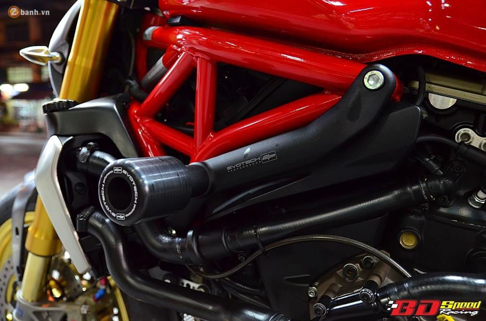 Ducati Monster 1200S muot ma voi dan do choi hang hieu - 14