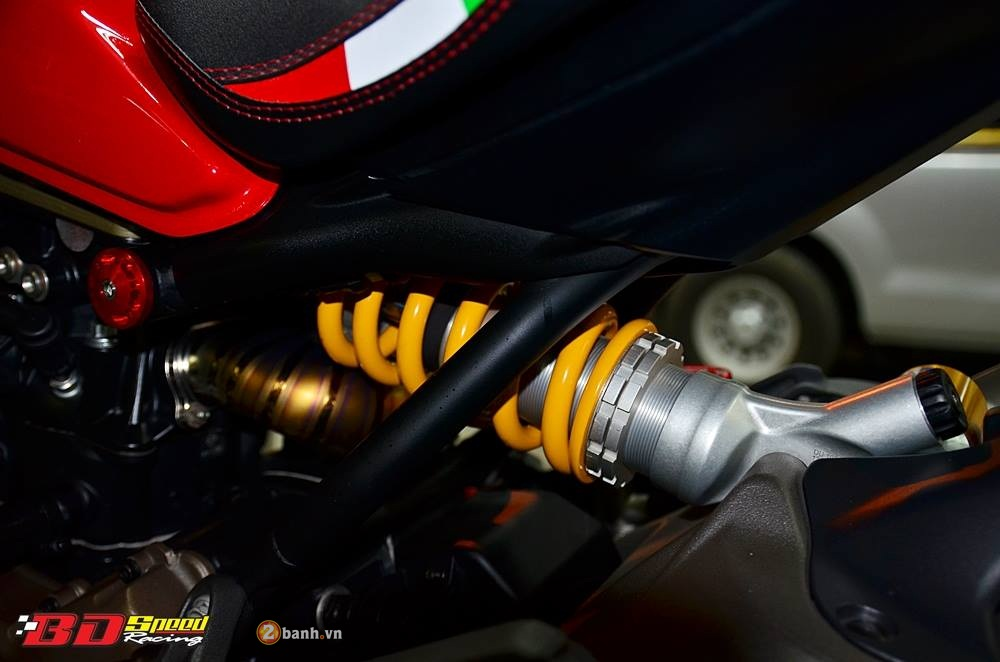 Ducati Monster 1200S muot ma voi dan do choi hang hieu - 19