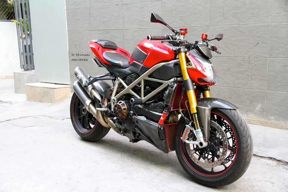 Ducati Street Fighter S ham ho voi ban do day du do choi khung