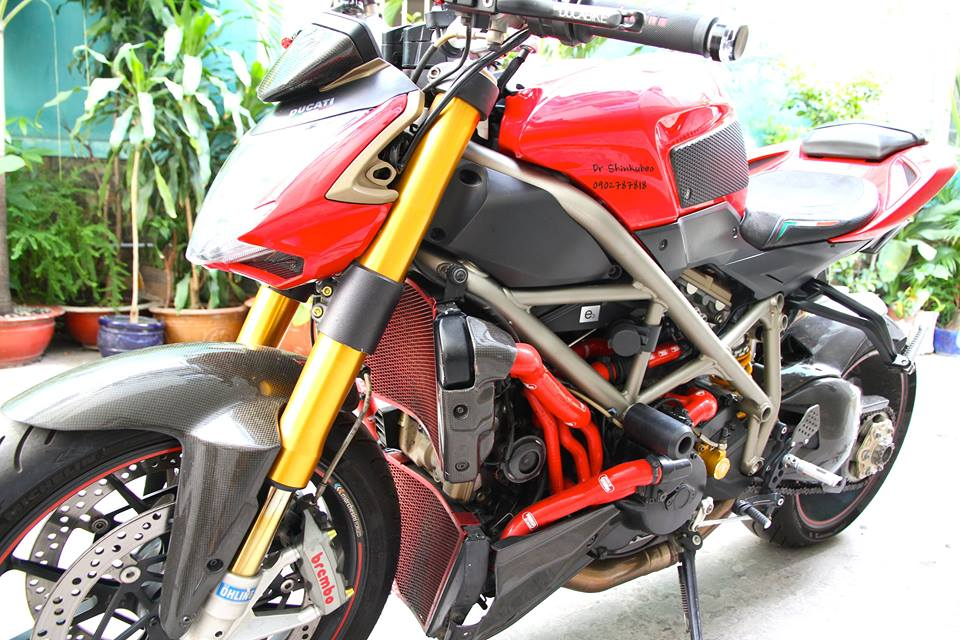 Ducati Street Fighter S ham ho voi ban do day du do choi khung - 3