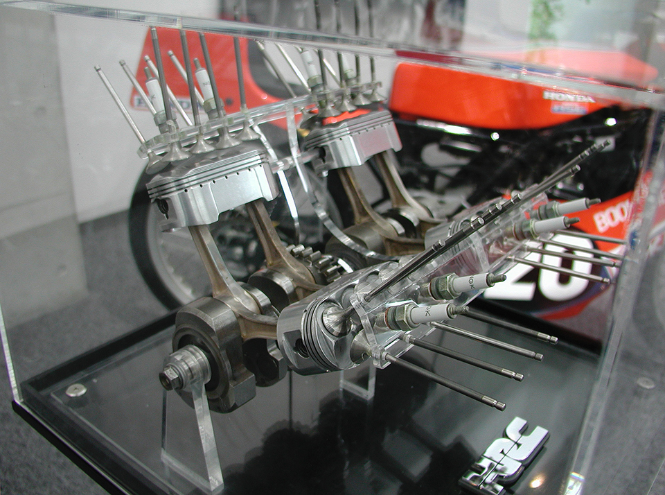Honda NR chiec xe duy nhat su dung piston hinh oval - 2