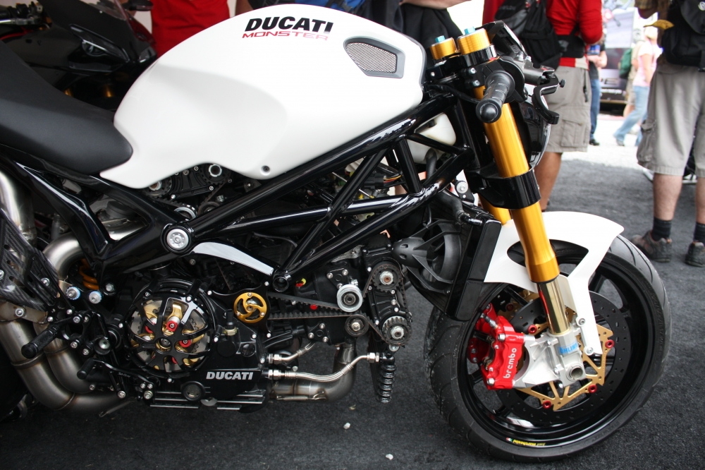 Quai thu Ducati Monster 696 lot xac day an tuong - 5