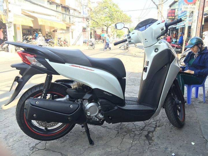 SH 300i ABS Trang Nham Trum It Chay Trum Men - 4