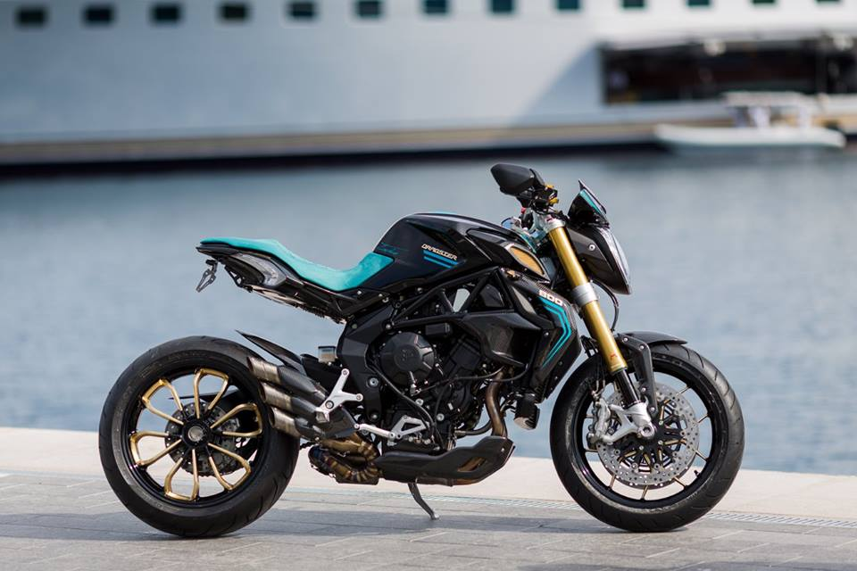 Sieu pham MV Agusta Dragster do full option cung cac chi tiet ma vang
