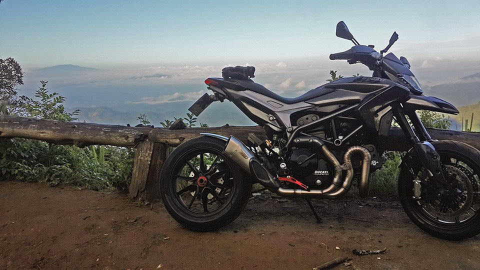 Ve dep hut hon cua Ducati Hypermotard do full carbon tai Thai Lan - 6