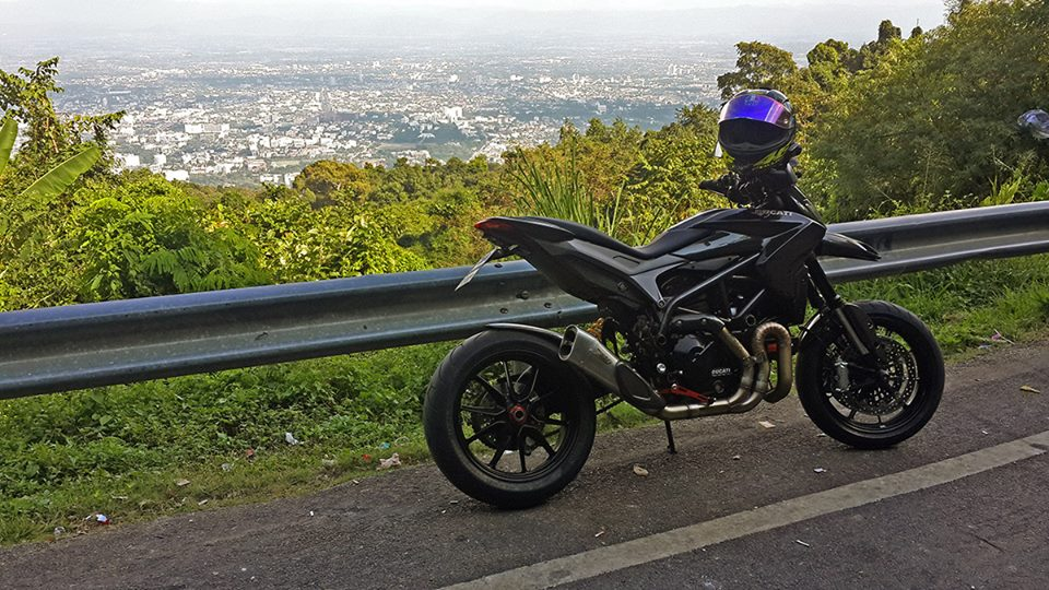 Ve dep hut hon cua Ducati Hypermotard do full carbon tai Thai Lan - 8