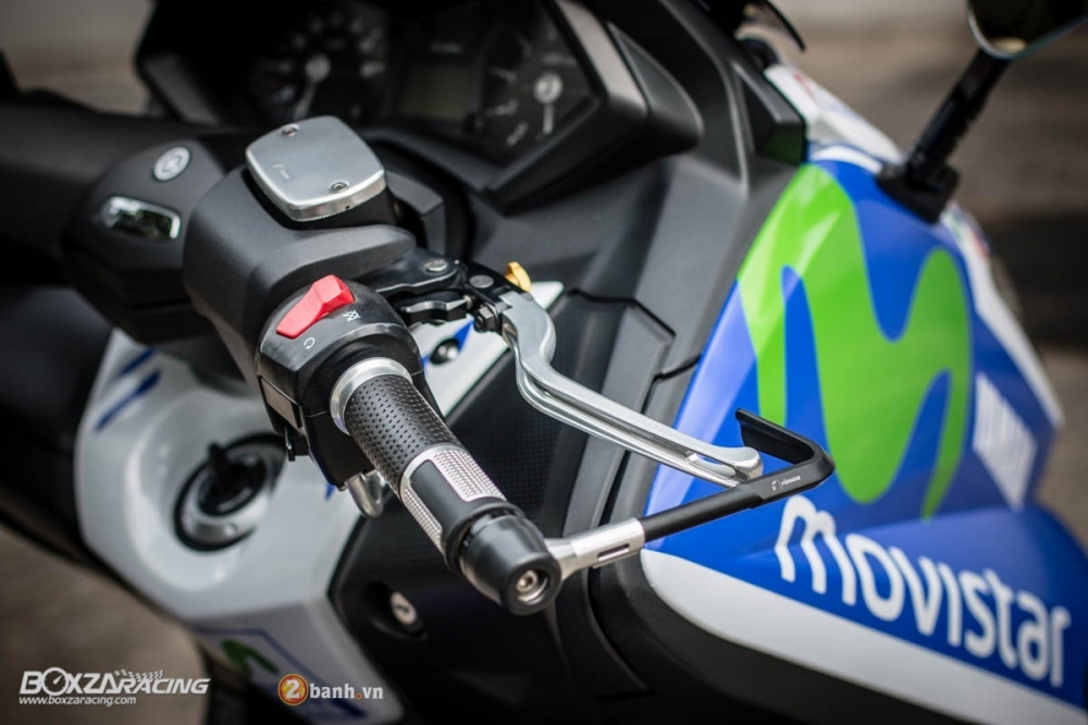 Yamaha TMax dam chat the thao trong bo canh Movistar - 5