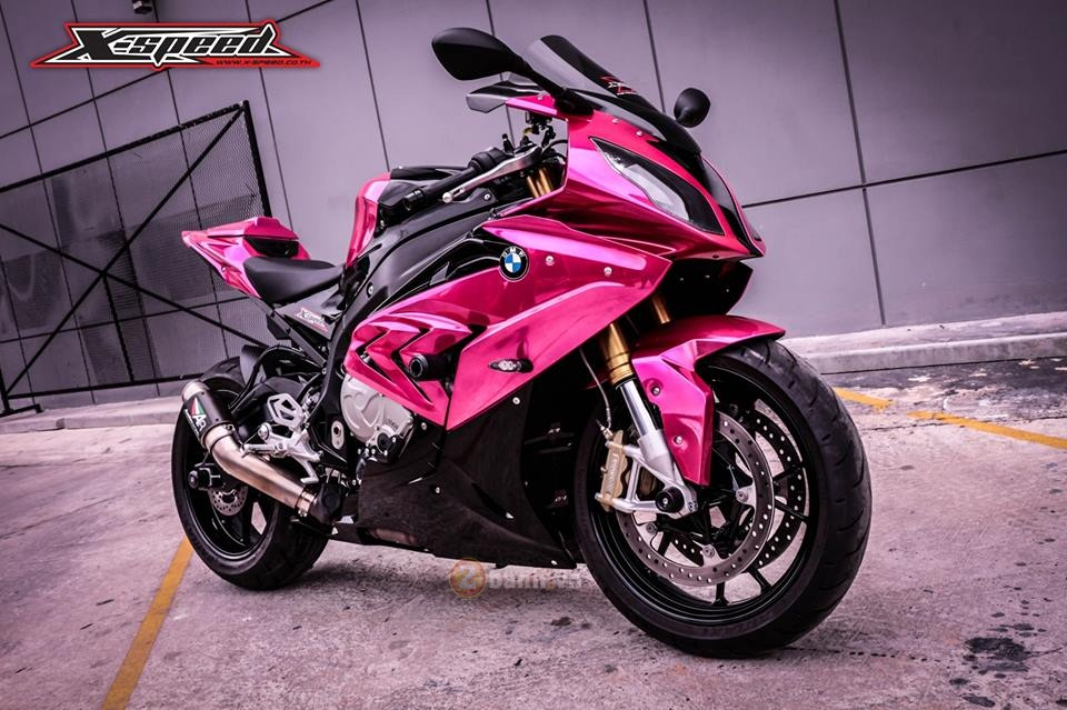 BMW S1000RR 2015 mau hong chrome day noi bat cua nu biker Thai