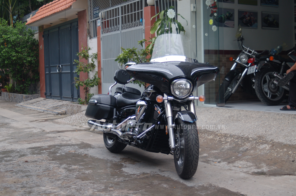 Can canh hang hiem Yamaha V Star 1300 Deluxe vua duoc nhap ve VN