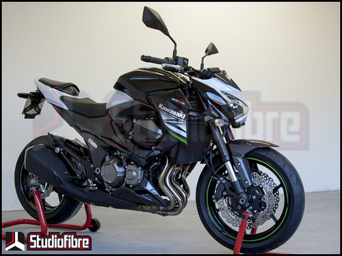 Chien binh Kawasaki Z800 full carbon day an tuong