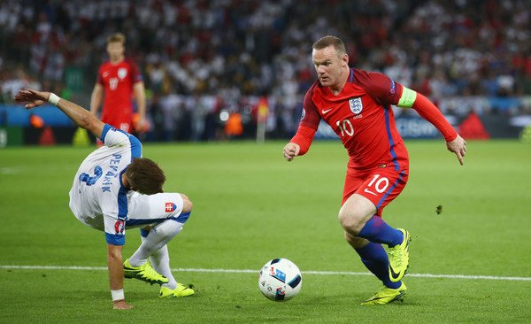 Euro 2016 Rooney co the cham tran dong doi cu Ronaldo o vong 18