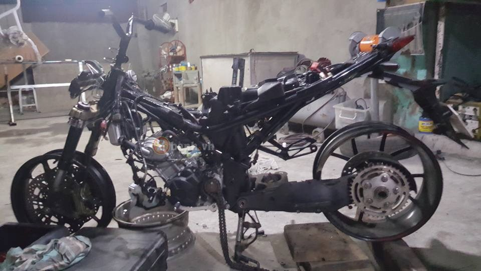 Exciter 150 do dan chan Ducati Hypermotard 1100S 2008 dang hinh thanh
